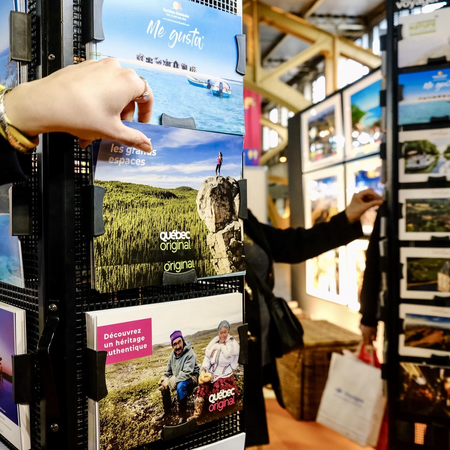 c-01-Carte-a-Voyager-cartes-postales-gratuites-offertes-visiteurs-salons-tourisme-mahana-tourissima-lille-lyon-paris-salon-mondial-du-tourisme-servez-vous