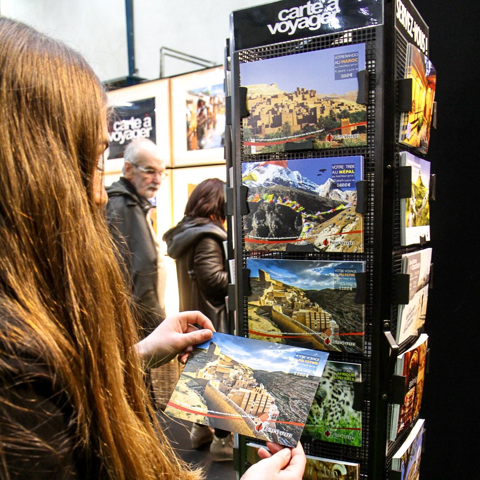 c-05-Carte-a-Voyager-cartes-postales-gratuites-offertes-visiteurs-salons-tourisme-mahana-tourissima-lille-lyon-paris-salon-mondial-du-tourisme-servez-vous
