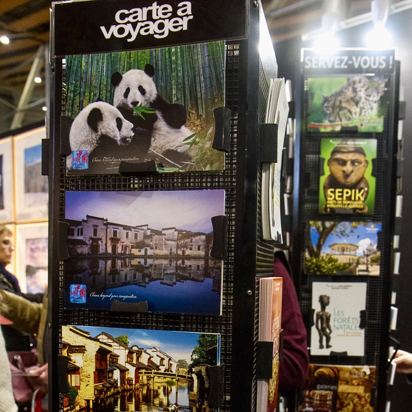 c-08-Carte-a-Voyager-cartes-postales-gratuites-offertes-visiteurs-salons-tourisme-mahana-tourissima-lille-lyon-paris-salon-mondial-du-tourisme-servez-vous
