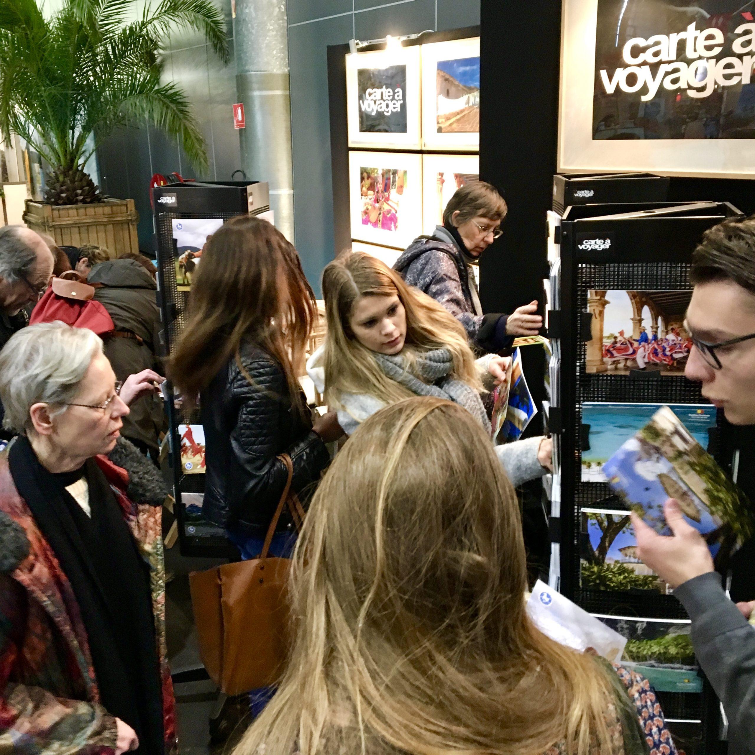 c-13-Carte-a-Voyager-cartes-postales-gratuites-offertes-visiteurs-salons-tourisme-mahana-tourissima-lille-lyon-paris-salon-mondial-du-tourisme-servez-vous